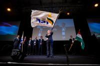 Pavelka Árpád átveszi az ISF zászlaját