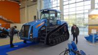 Az új orosz gumihevederes traktor